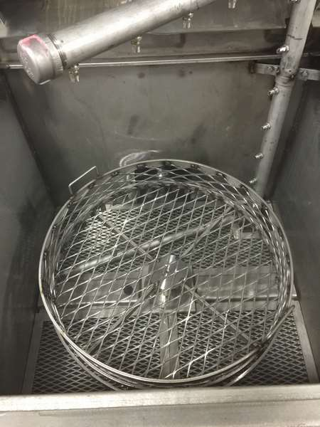 Industrial Spray Washers | Cleaning Transportation Equipment